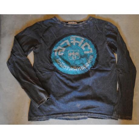 tee shirt size M long sleeves